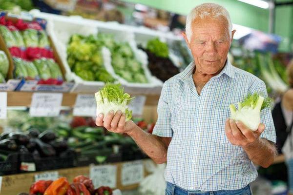 """老人晚年不想被老年痴呆""""盯上"""",牢记这4个好习惯"""